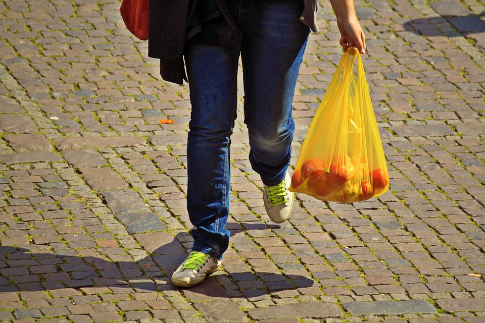 Single-use plastic shopping bag ban in the works for Surrey