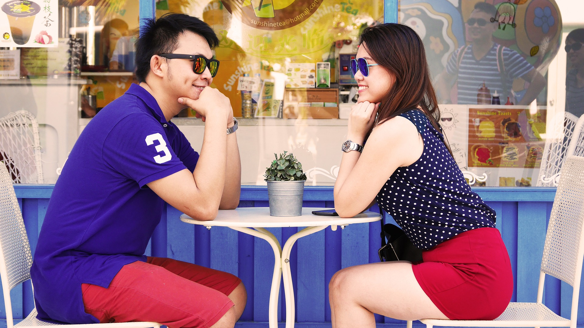 Five Things Women Notice First Time They Meet A Guy!